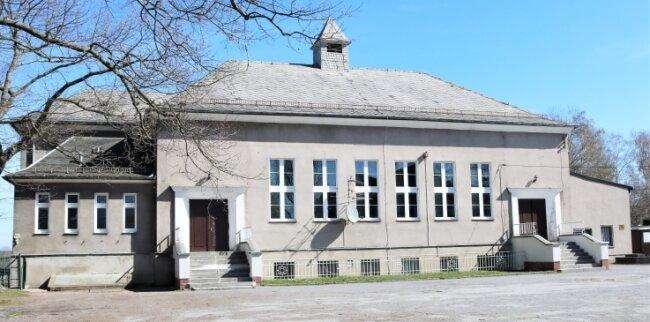 Die alte Sporthalle Niederwiesa wird zwar nach wie vor für den Schul- und Vereinssport genutzt. Sie soll aber schon lange durch einen modernen Neubau ersetzt werden.