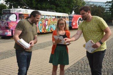 """Tobias Möller, Stephanie Meichsner-Eschborn und Marcus Heinke (von links) vom Netzwerk für Kultur- und Jugendarbeit haben den """"Ideenkatalog Freie Kulturhauptstadt"""" erarbeitet."""