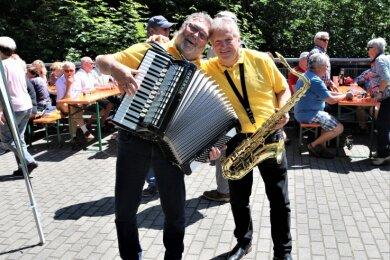 """Sie hoffen 2021 auf ein weiteres """"Heimspiel"""" auf dem Hetzdorfer Viadukt: Die Breitenauer Musikanten Peter Weiß (links) und Roberto Grießbach."""