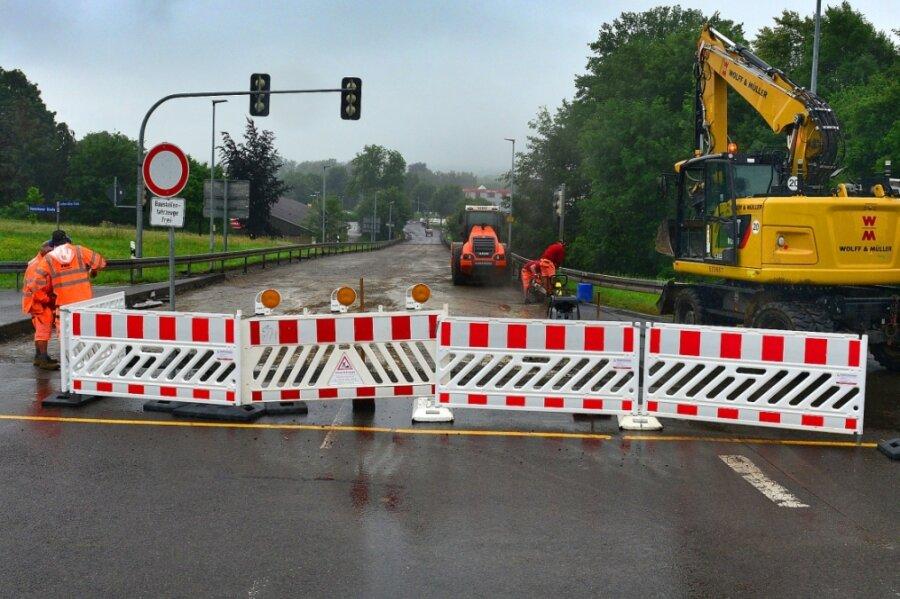 In Frankenberg wird derzeit die Fahrbahn der B 169 in der Ortslage erneuert. Gesperrt ist aktuell der Bereich zwischen der Mittweidaer Straße und dem Klingbach.