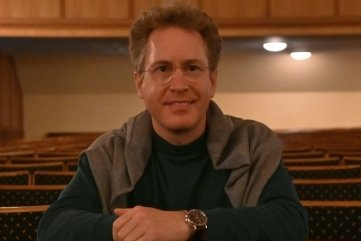 Jens Georg Bachmann ist Generalmusikdirektor und Chefdirigent der Erzgebirgischen Philharmonie Aue.