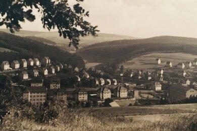 Diese Postkarte von Mitte der 1930er-Jahre zeigt die weitläufige Bebauung des Badbergs (hinten rechts). Links oben ist der Andreasberg zu sehen.
