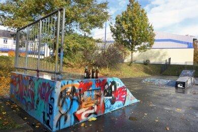 Die Skateranlage ist in der Vergangenheit öfter Ziel von Vandalismus geworden. Nun soll hier eine neue Bank mit Graffitiwand hin.