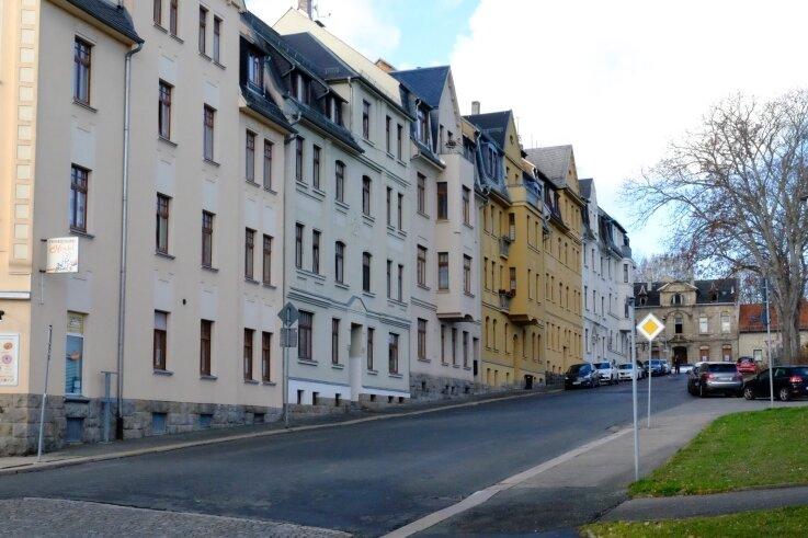 Vorsicht an der Robert-Müller-Straße. Dort wurde in den letzten Wochen mehrfach mit einem Luftgewehr auf Fußgänger geschossen.