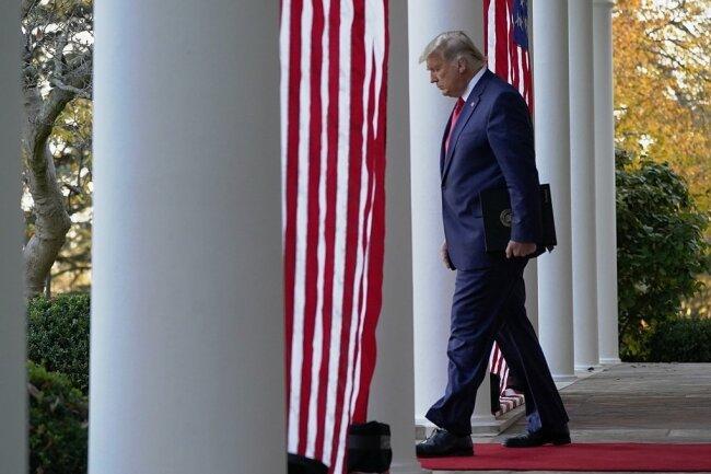Donald Trump scheint sich geschlagen zu geben. Mehr als 30 Klagen gegen die Wahlen in den USA haben die Anwälte des Präsidenten eingereicht. Nur ein einziges Mal bekamen sie Recht. Der Rest wurde abgewiesen oder negativ beschieden.