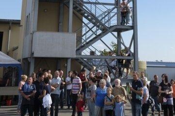 Zu einem Tag der offenen Tür in der Feuerwache Reichenbach konnten die Besucher den Schlauchturm besteigen und den Blick über die Region genießen.