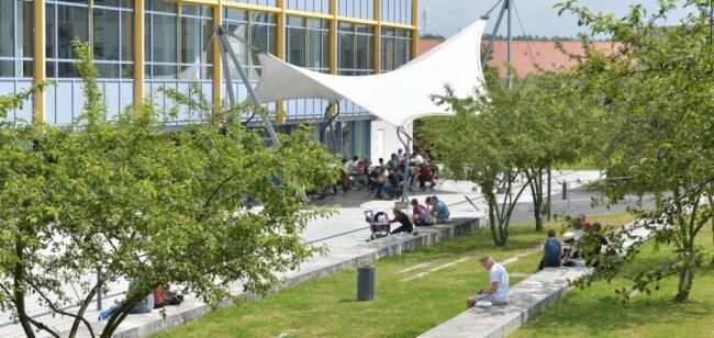Langsam kehrt das studentische Leben auf den Freiberger Campus zurück. Dennoch haben viele noch immer mit der Coronakrise zu kämpfen.