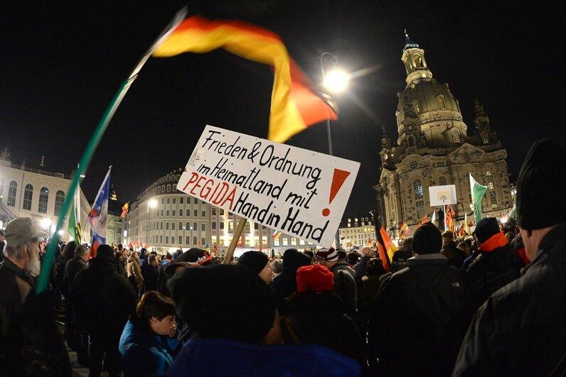 Erneut Tausende mit Pegida in Dresden auf der Straße