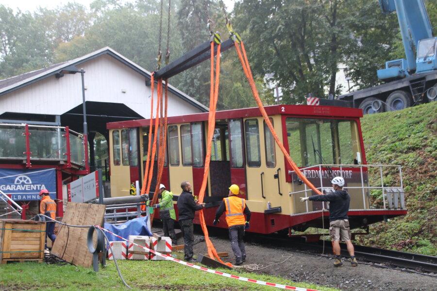 Arbeiten an Wagen der Drahtseilbahn gehen voran