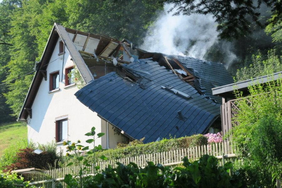 Gasexplosion zerstört Wohnhaus im Erzgebirge - 70-jähriger Besitzer tot