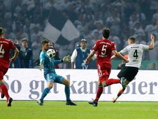 Rebic trifft regelkonform gegen die Bayern