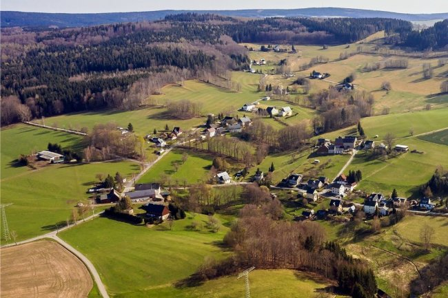 Die Dorfstraße in Sorgau aus der Vogelperspektive: Findet das Angebot der ETW genügend Zuspruch unter den Einwohnern, könnte bereits im nächsten Jahr damit begonnen werden, den Ortsteil von Marienberg ans öffentliche Trinkwassernetz anzuschließen.