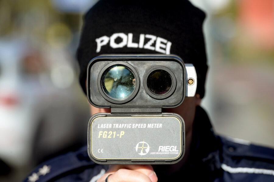 A4 und B174: Polizei blitzt fast 800 Raser - 137 von ihnen droht Fahrverbot