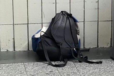 Dieser herrenlose Rucksack sorgte für eine Teilsperrung des Hauptbahnhofs in Chemnitz.