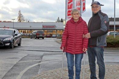 Birgit und Wolfgang Jung wünschen sich mehr Augenmaß bei der Umsetzung von Corona-Bestimmungen. Rossman hat sich entschuldigt.