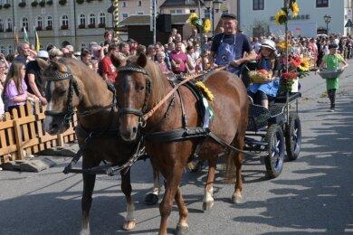 Einer der Höhepunkte am Sonntag war der Festumzug der Pferdesportvereine mit 28 Schaubildern.