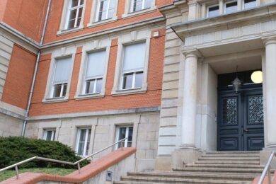Für die zum Goethe-Gymnasium gehörende Friedensschule wird ein Computerkabinett angeschafft, teilte die Stadtverwaltung mit.