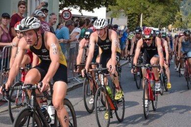 Mit seinem Team aus Süßen (Baden-Württemberg) wurde Philipp Dressel-Putz (Mitte Nr. 37) Vierter der Triathlon-Bundesliga.