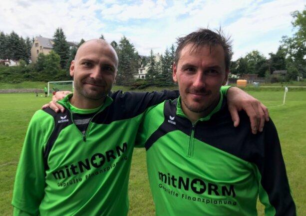 Nach vielen gemeinsamen Jahren beim VfB Auerbach, für den Mirco Wemme (links) und Carsten Pfoh (rechts) in der Regional- und Oberliga spielten, sind sie seit 2019 bei der SpVgg Reinsdorf-Vielau wieder vereint.