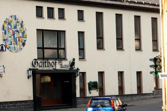 """<p class=""""artikelinhalt"""">Steht seit 18 Monaten leer: Gasthof """"Zur Katze"""".</p>"""
