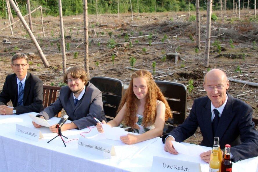Wie schlimm es um den Freiberger Stadtwald bestellt ist, haben Matthias Beier (von links), Christian Mädler, Chayenne Bohlinger und Uwe Kaden bei einer Pressekonferenz vor Ort deutlich gemacht.