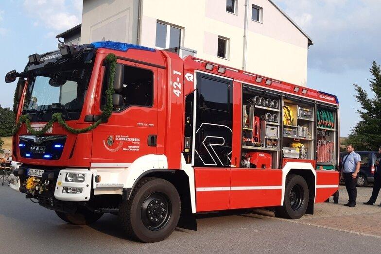 Das neue Schmuckstück vorm Gerätehaus in Crandorf. Der 25 Jahre alte Vorgänger des Löschgruppenfahrzeugs wird in Mecklenburg-Vorpommern noch weiter genutzt.