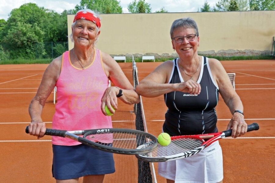 Christel Karthe und Petra Lenz vom 1. TC Zwickau spielen in der Landesoberliga Damen 50 und gehören seit Jahren zu den Leistungsträgerinnen. Am Sonntag empfangen sie mit ihrer Mannschaft den TC Pulsnitz.