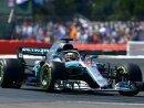 Lewis Hamilton sitzt Sebastian Vettel im Nacken