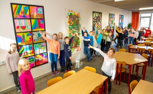 Im November vergangenen Jahres, kurz vor dem zweiten Lockdown, hatten Schüler der Grundschule Niederwiesa gemeinsam mit Künstlern ihren Speisesaal neu gestaltet. Nun dürfen sie in die Schule zurückkehren. Doch der Organisationsaufwand ist hoch.