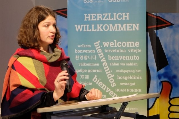 Amélie zu Eulenburg, Leiterin des Arbeitsbereichs Gedenkstätten und Erinnerungskultur bei der Bundesstiftung Aufarbeitung, sprach zur Gedenkveranstaltung in Hoheneck.