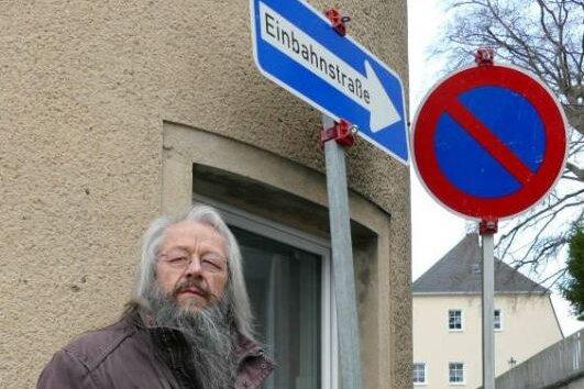 Unter anderem an der Ecke Turnerstraße/Schulstraße haben die Diebe Verkehrszeichen entwendet. Bürgermeister Wolfram Liebing hat sie ersetzen lassen.