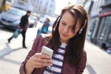 Audio-Guide statt Reiseführer aus Fleisch und Blut: Viele Städte und Gemeinden lassen sich derweil mit digitaler Anleitung per Smartphone erkunden. Auch das ist eine Option für Crimmitschau, das ständig nach neuen touristischen Angeboten für die Besucher des Zentrums sucht.
