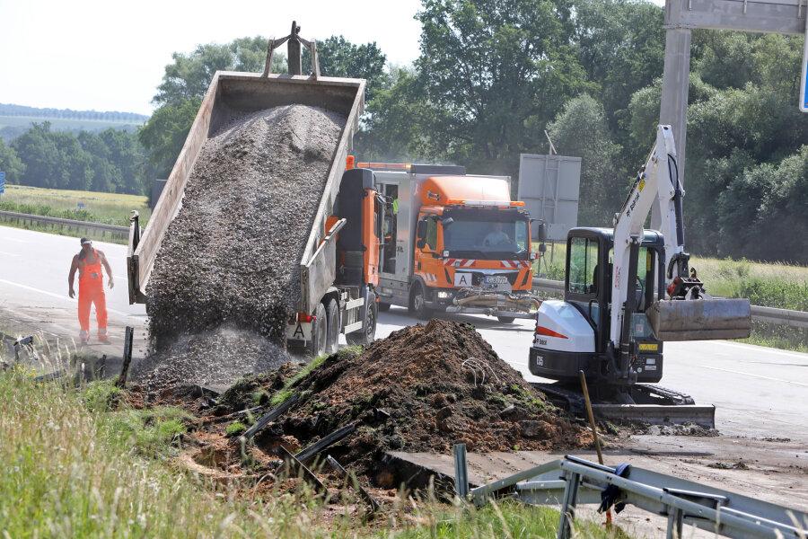 Die Arbeiten an der Unfallstelle zogen sich über Stunden hin.