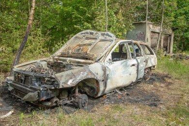 Neben der Scheune brannten in Lengenfeld auch eine leerstehende Doppelgarage und abgemeldeter Ford Mondeo.