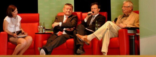 Rote Couch, grüne Kulisse, schwarze Wertedebatte: Fritz Hähle, Matthias Rößler, Hermann Gröhe, Moderatorin Yvonne Magwas (von rechts).