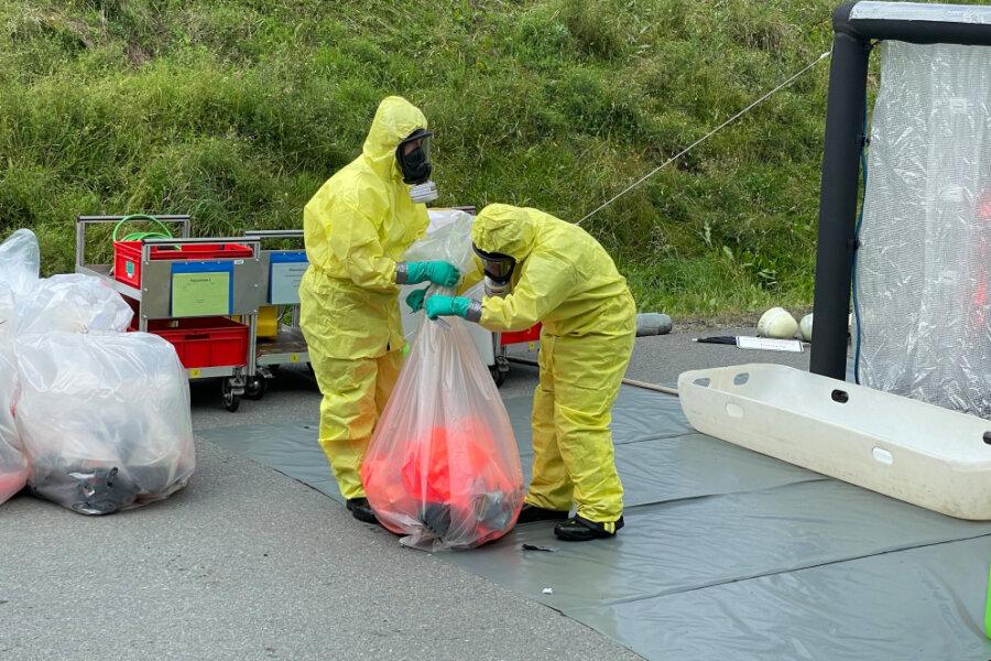 Chemikalien-Alarm: Falsche Müllentsorgung löst im Erzgebirge Großeinsatz aus