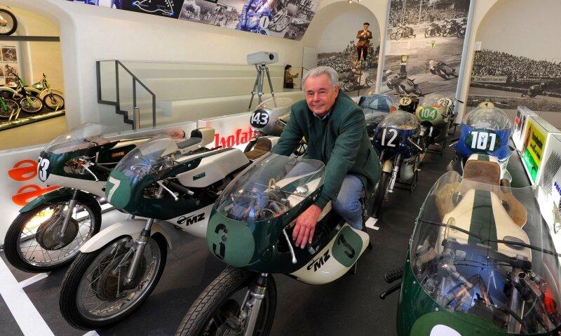 """<p class=""""artikelinhalt"""">Rennmaschinen in der Startaufstellung wie auf dem Sachsenring: In dieser Abteilung lebt der 74-jährige Christian Steiner auf. </p>"""