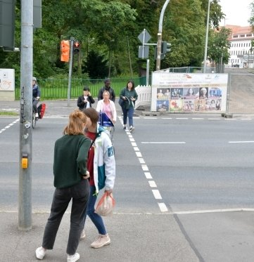Die Ampelanlage an der Kreuzung von Wall-, Beethoven-, Külz- und Leipziger Straße in Freiberg war zum Bergstadtsommer nicht in Betrieb. Grund könnte eine Wissenslücke bei künstlicher Intelligenz gewesen sein; amtliche Weisheit war's wohl nicht.