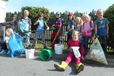 Die Werdaer Hortkinder nach ihrer Müllsammel-Tour.