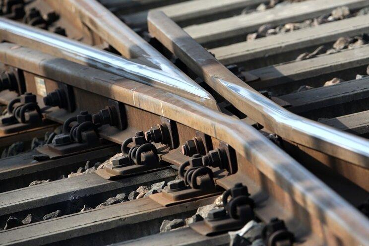 Schwere Sturmböen in Sachsen: Regionalbahn bleibt liegen