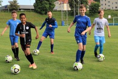 Volles Haus auf der Jahnkampfbahn: Beim SV Barkas Frankenberg sind inzwischen alle Nachwuchsteams ins Training eingestiegen. Auch die D1-Junioren von Trainer Jens Tuschy, freuen sich alles wieder normal läuft.