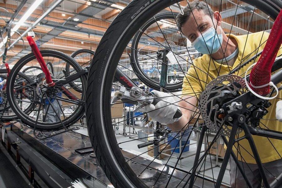 Ist mein Rad bald fertig? Wenn der Liefertermin immer mehrfach verschoben wird, kann das zum Beispiel an fehlenden Bauteilen liegen.