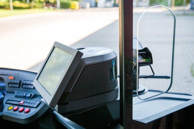 Schrittweise werden die Busse in Chemnitz mit neuen Kassen ausgestattet, die nur noch bargeldlose Zahlungen akzeptieren.