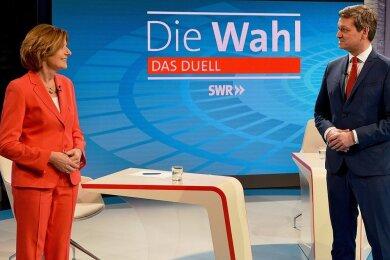 Liefern sie sich vielleicht doch ein Kopf-an-Kopf-Rennen: Malu Dreyer (SPD), Ministerpräsidentin von Rheinland-Pfalz, und ihr Herausforderer Christian Baldauf (CDU) vor ihrem TV-Duell vergangene Woche.