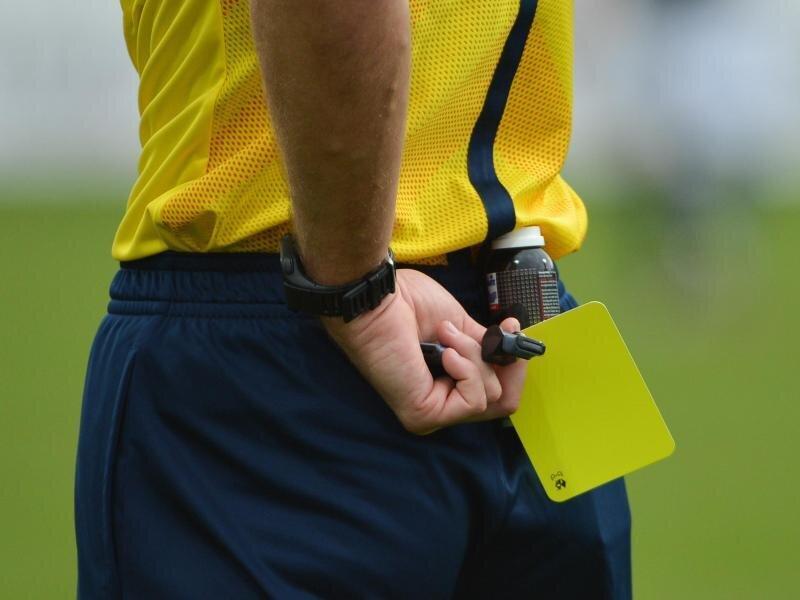 Die Schiedsrichter in den unteren Ligen sind auch teilweise mit Gewalt konfrontiert.