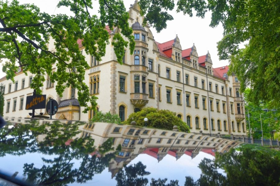"""Das Haus 2 des Karl-Schmidt-Rottluff-Gymnasiums neben dem Kulturzentrum """"Haus Arthur"""" an der Hohen Straße. Voraussichtlich hier will die Stadtverwaltung durch einen Anbau zusätzliche Unterrichtsräume schaffen. Näheres zu dem Projekt ist aber noch nicht bekannt."""