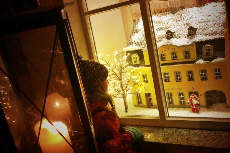 In mehreren Städten der Chemnitzer Region, wie beispielsweise in Frankenberg (im Bild), hat der lebendige Adventskalender im Dezember schon Tradition.