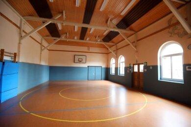 Die alte Schulturnhalle in Langenberg ist innen wie außen ein historisches Schmuckstück.