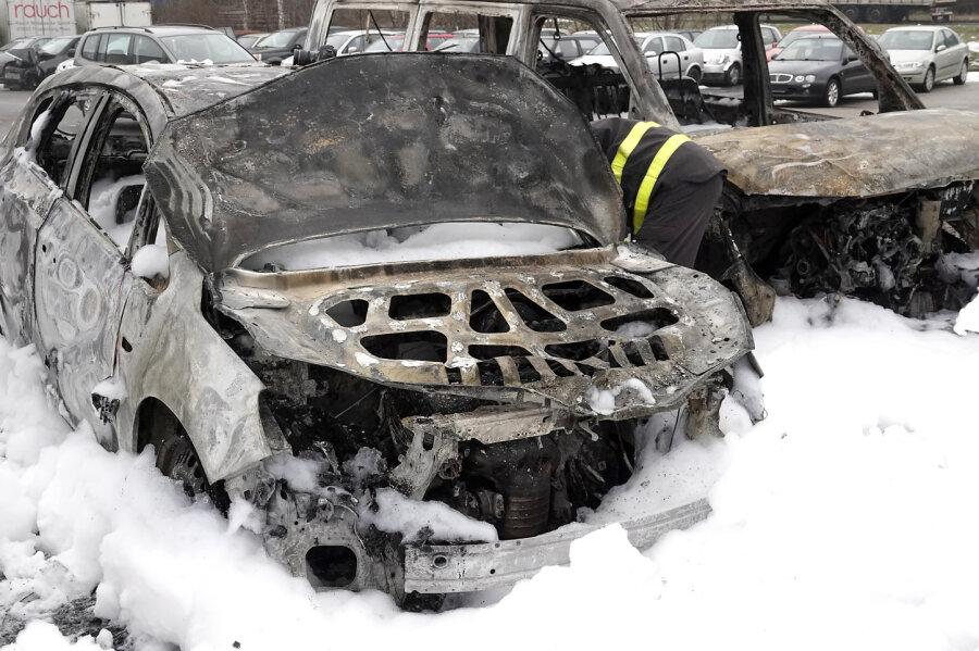 Brand auf Autohausgelände