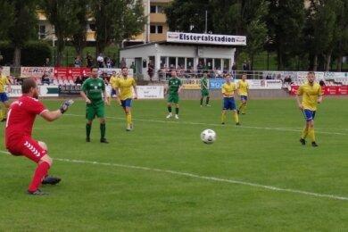 Merkurs Kapitän Robert Hofmann (2. von rechts) steuerte vier Treffer zum 12:2 gegen die SG Leipziger Verkehrsbetriebe bei.